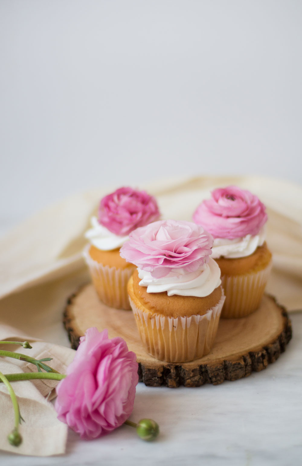 floral-cupcakes-3