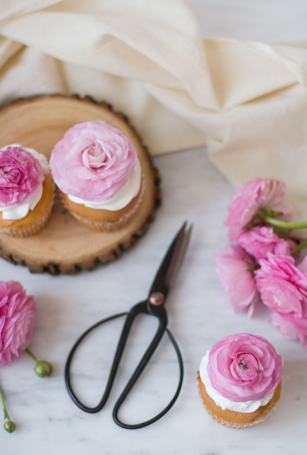 floral-cupcakes-4