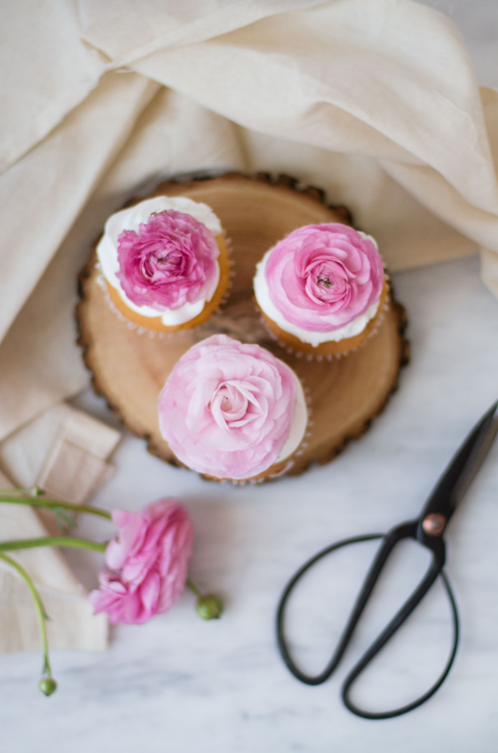 floral-cupcakes-6