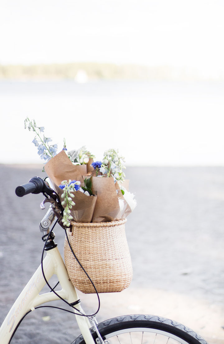 bicycle-with-basket-and-flowers-2