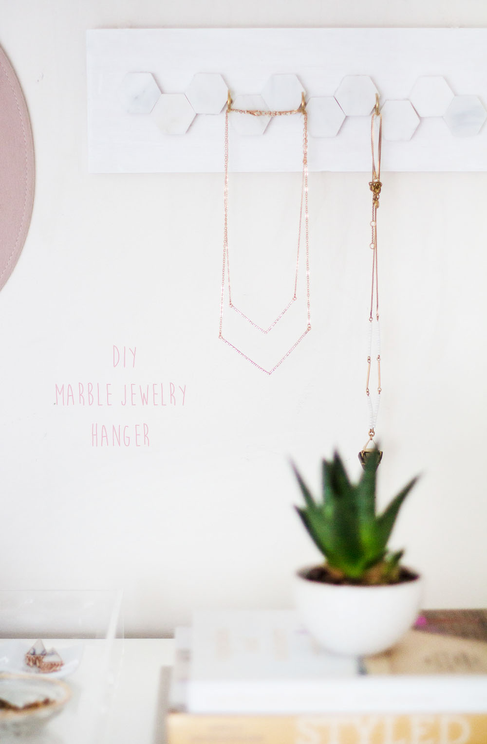 diy_jewelry_hanger_1