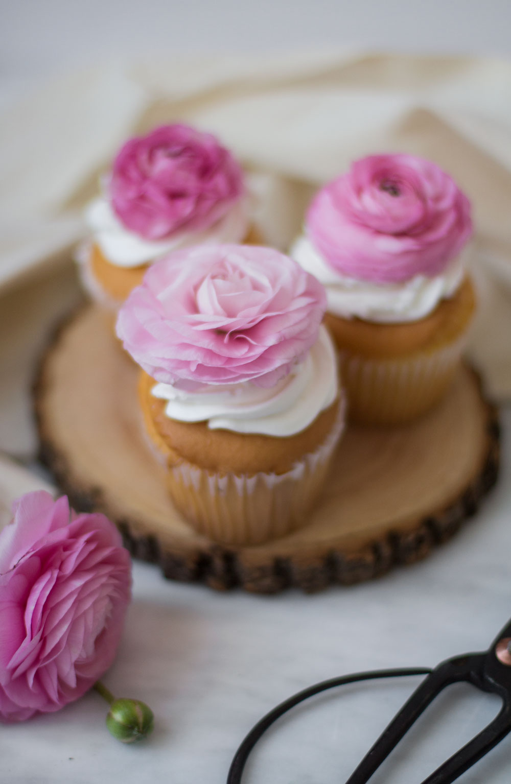 floral-cupcakes-5