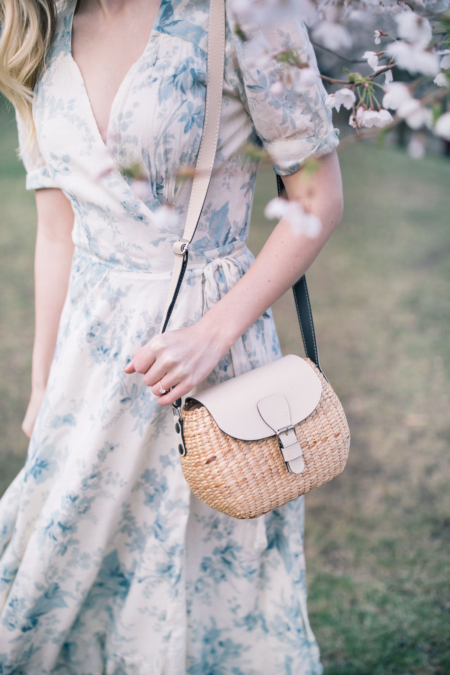57f7d22331c1e1 Happy Tuesday friends, I hope you all had a great long Canadian weekend.  I've been meaning to share a round-up of my favorite straw/wicker bags and  clutches ...