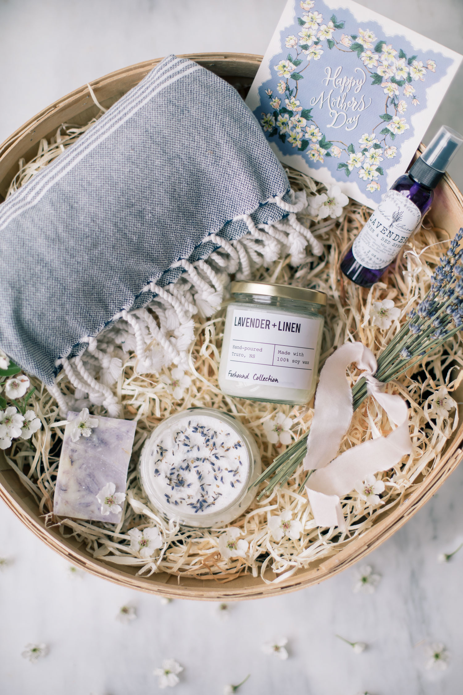 Turkish Towel (here) – Dried lavender (should be available at your local florist or lavender farm) -Silk ribbon (here)